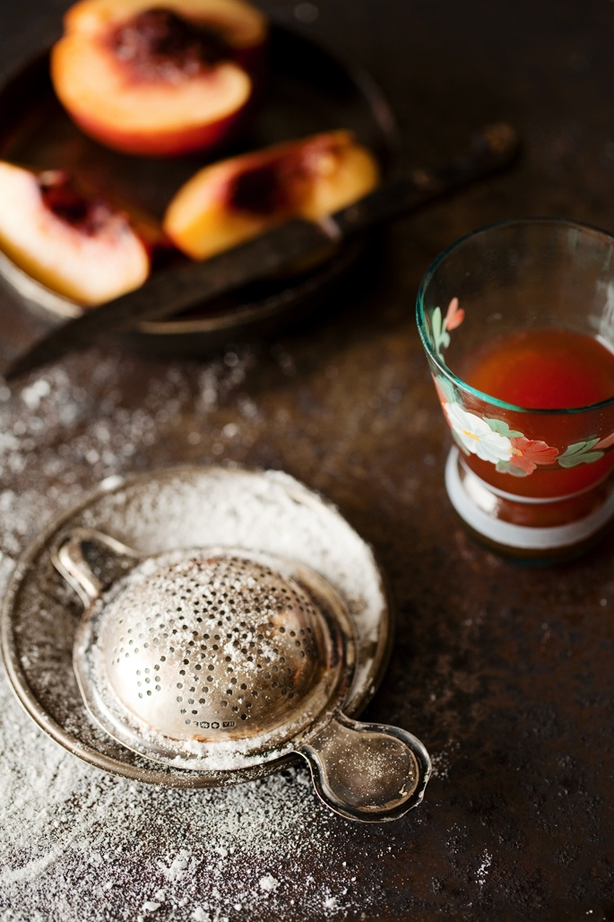 Food photography and a recipe of nectarine clafoutis | la casa sin tiempo