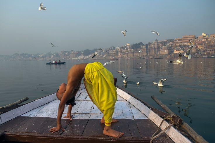 Floating down the middle of the Ganga gives you a new view on life Photo credit: Rana Pandey