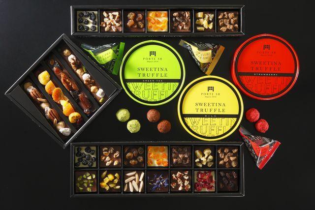 """老舗チョコレート専門店「サロンドロワイヤル」のNEWブランド「ポルト(PORTE SR)」の試食お披露目会が開催!全3種の新商品それぞれ、大変好評頂きました。 1935年創業老舗チョコレート専門店「サロンドロワイヤル」を運営する、株式会社サロンドロワイヤルは「五感に語りかける魅惑のチョコレート」をコンセプトにNEWブランド """"ポルト(PORTE SR)"""" を立ち上げ、11/17(木)に、新商品の試食お披露目会を開催致しました。  ■NEWブランド「ポルト(PORTE SR)」とは ポルト(PORTE SR)詳細ページ:http://www.s-royal.com/shop/porte/ ポルト(PORTE SR)は1935年創業老舗チョコレート専門店サロンドロワイヤルが贈るWEB独占先行販売のNEWブランドです。 手に取る喜び、食べる喜び、そして贈る喜びを兼ね備えた特別なチョコレート。 一人で過ごす時間に特別感を。 大切な人と過ごす時間に幸福感を。 【ラインナップ】 ①スウィーティナ・トリュ..."""