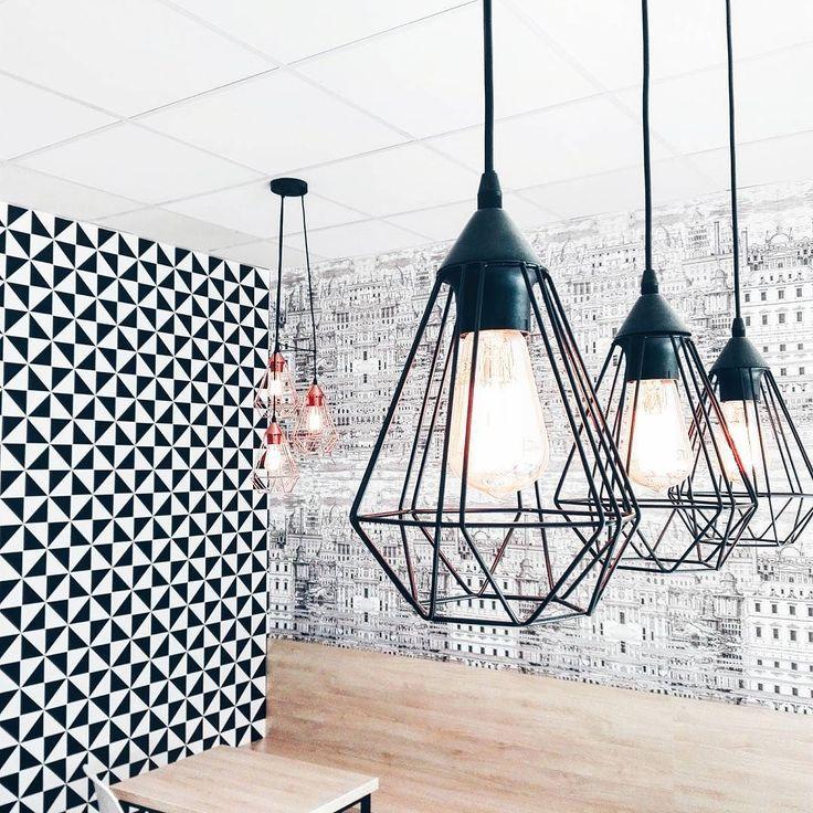 Bułki z takich miejsc smakują najpyszniej!  #architecture #interior #blackandwhite #monochrome #interiorforyou #bakery #lamp #geometric #wallpaper #warsaw #light #daylight