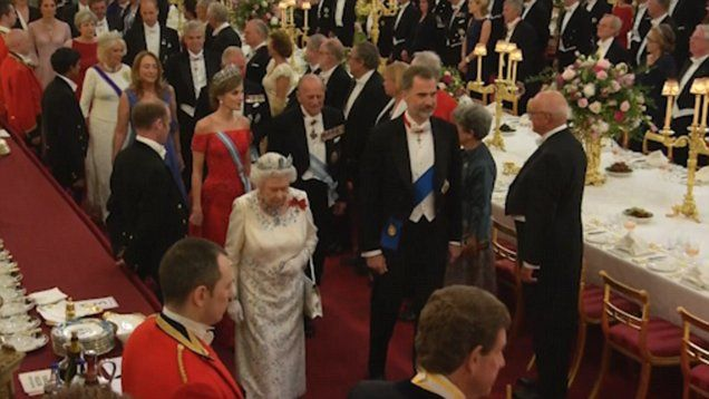 ~~VIDEO~~VIDEO~~VIDEO~~VIDEO~~VIDEO~~British royal family treat Queen Letizia and King Felipe to a lavish state banquet to mark their first official UK visit.