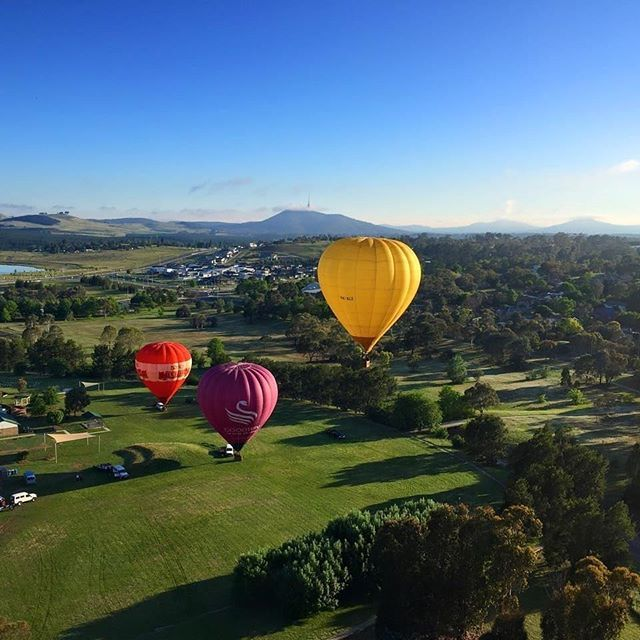 On the weekend Instagrammer @careergypsy went aloft with Balloon Aloft over Canberra! Is flying in a hot air balloon over the national capital on your #CBRbucketlist? #visitcanberra