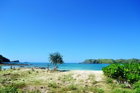 White sands...blue sea...blue sky... #tanjungann #beach #lombok #indonesia