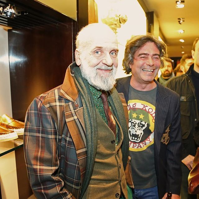 Kean Etro and Barnaba Fornasetti at #thecircleofpoets event held at the Etro Boutique in via Montenapoleone Milan #thecircleofpoets #thecircleisallaround #ArtETRO by etro_official