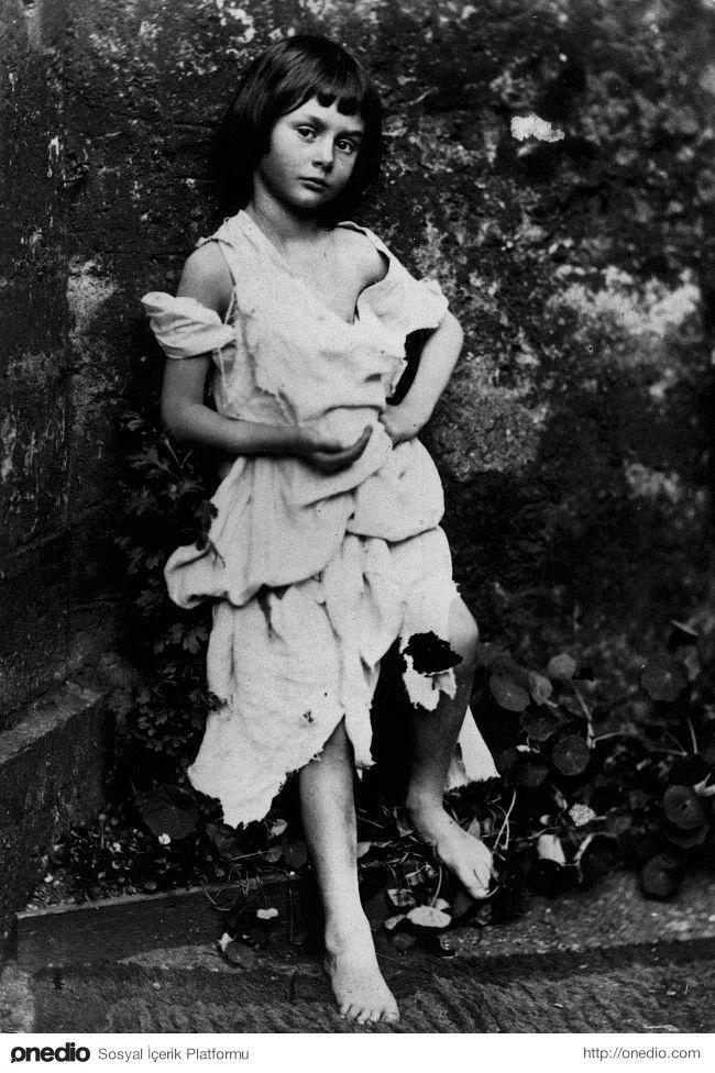 Lewis Caroll'un ünlü romanı Alice Harikalar Diyarında'nın ilham kaynağı olan küçük kız Alice Liddell