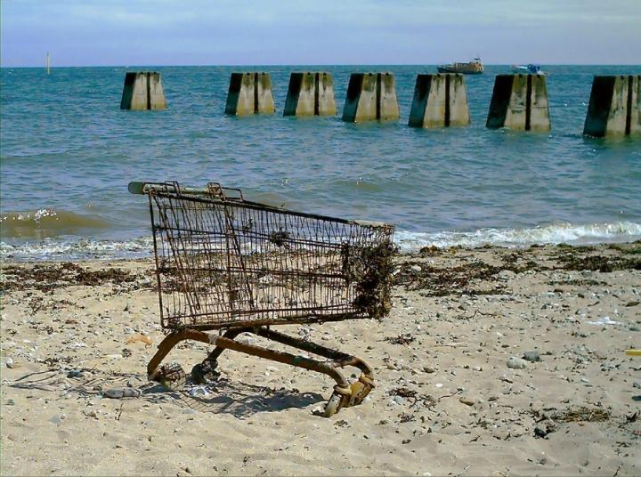 El abandono del carrito de compra en un tienda online es tan habitual que llega a desesperar. Suele ser una de las páginas de salida más concurridas. Tanto que es absolutamente normal tener entre un 70% y un 95% de abandono del carrito de compras.  http://www.crivendel.com/blog/?p=789#