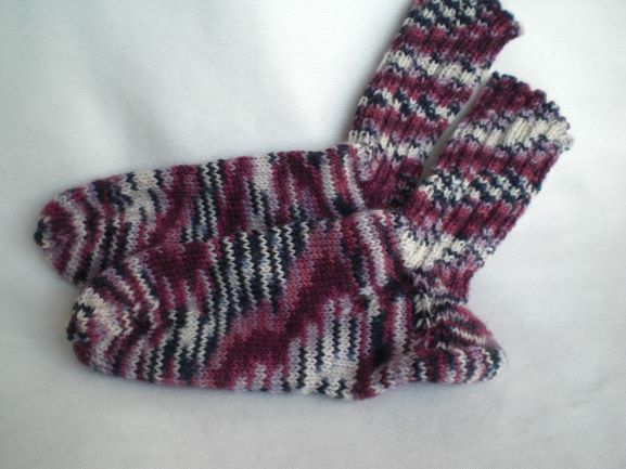 Handgestrickte Warme Wollsocken In Gr 28 29 In Lilatonen Wollsocken Socken Kinder Socken