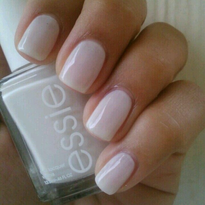 Essie: Marshmallow