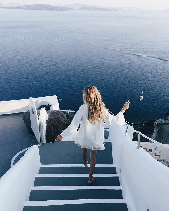 This spot.. #Santorini #Greece
