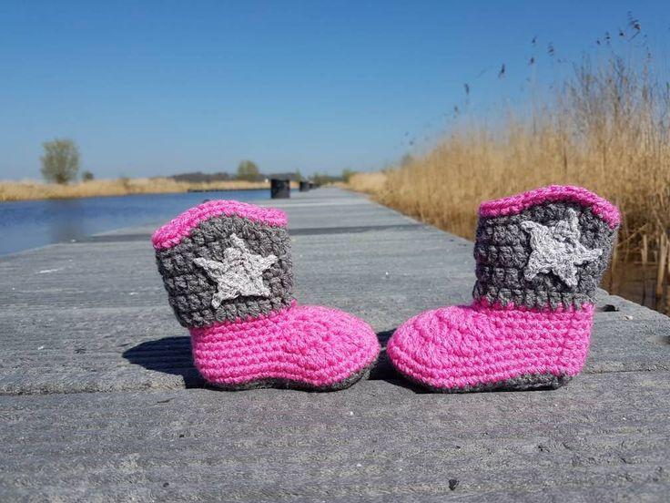 Crochet baby cowboy booties, baby uggs, baby shoes, baby schoentjes, baby schuhe, westernbooties, western boots, door Frisianknitting op Etsy