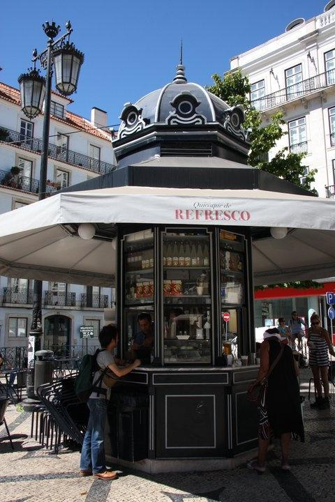 Quiosques do Refresco (Refreshment Kiosks), located in Largo do Camões, Príncipe Real Gardens and Praça das Flores.
