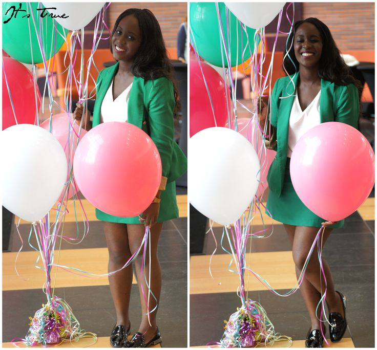 Me & some balloons! #colorful #greensuit  #zara #greenblazer #greenskirt #balloons