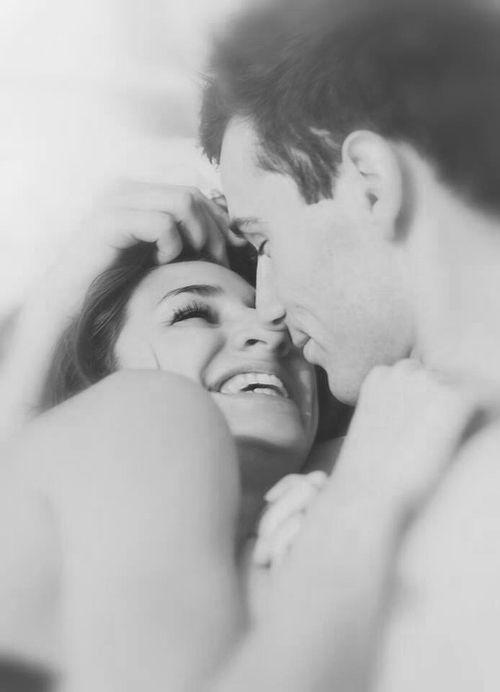 Momento de Ternura com o Anjo   Comunidad   Google   Romantic Couples In BedCute. The 25  best Romance pictures in bed ideas on Pinterest   Romantic