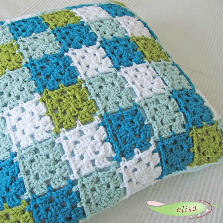 elisadesign (no pattern available, but similar to square pattern from http://www.littletinbird.co.uk/basic-granny-square-pattern/)