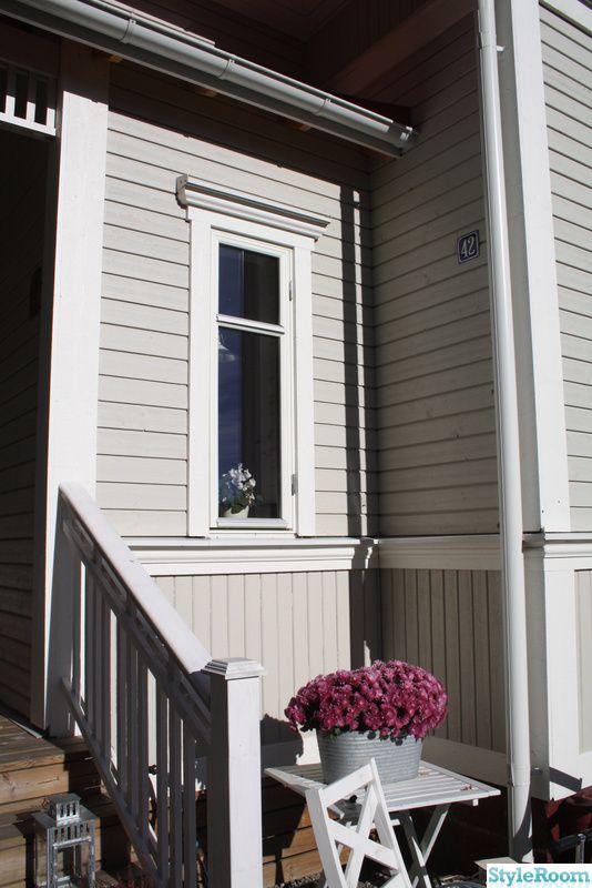 Vårt hus efter renoveringen. Vi har bytt fasad, fönster och tak samt byggt till en glasveranda.. . . . .