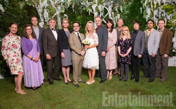 The Big Bang Theory's return will be a full-on family affair! 👰🏼 http://www.ew.com/article/2016/09/12/big-bang-theory-premiere-wedding-family-photo