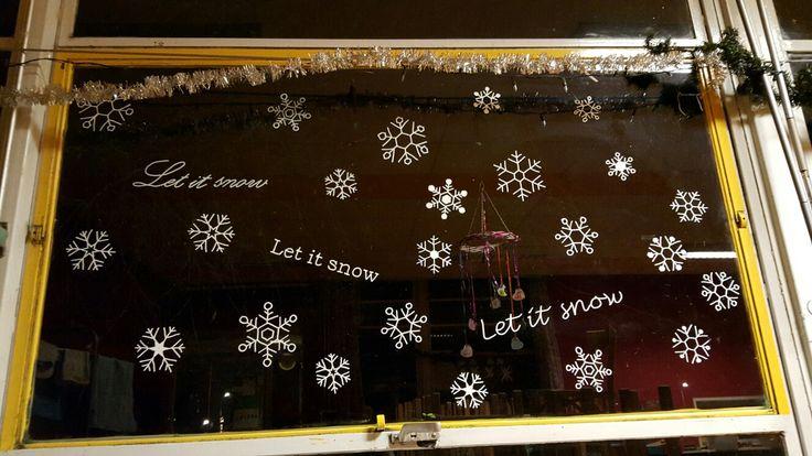 Raamschildering, let it snow, sneeuwvlokkken, krijtstift