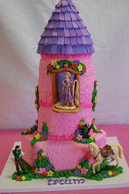My amazing friend Jessie made this Tangled cake for my daughter's 4th birthday party.  She's so talented!