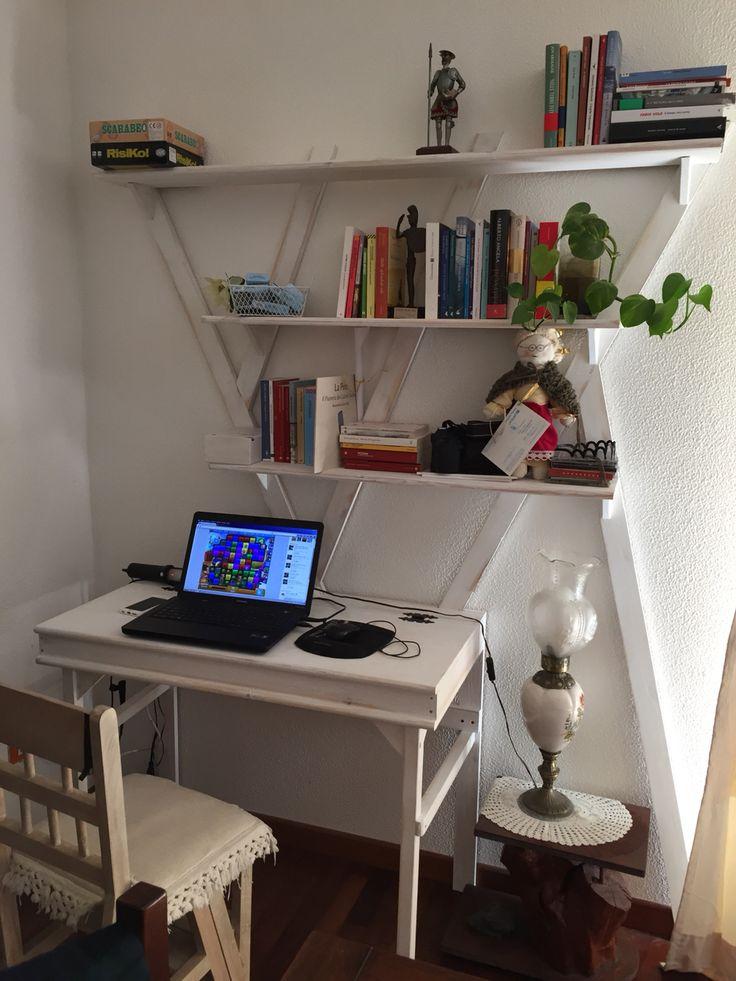 17 migliori idee su scaffale della scrivania su pinterest - Tavolo apribile ikea ...