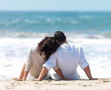 Happy Couple https://poshatplay.wordpress.com/2016/06/10/hot-summer-nights-creating-the-perfect-date-night/
