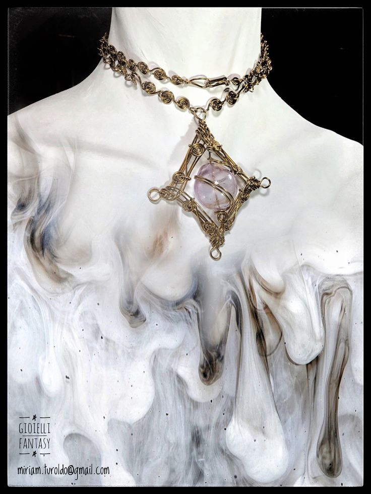 Ciondolo in filo di alluminio,ritorto Con perla di vetro soffiato di murano Wire wrapping  Miriam.turoldo@gmail.com https://www.facebook.com/miriam.turoldo.gioiellifantasy