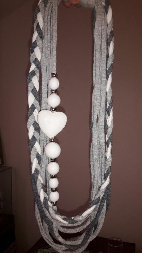 T-shirt Yarn necklace.  Toetsie's Trinkets facebook Jeandre Fullard