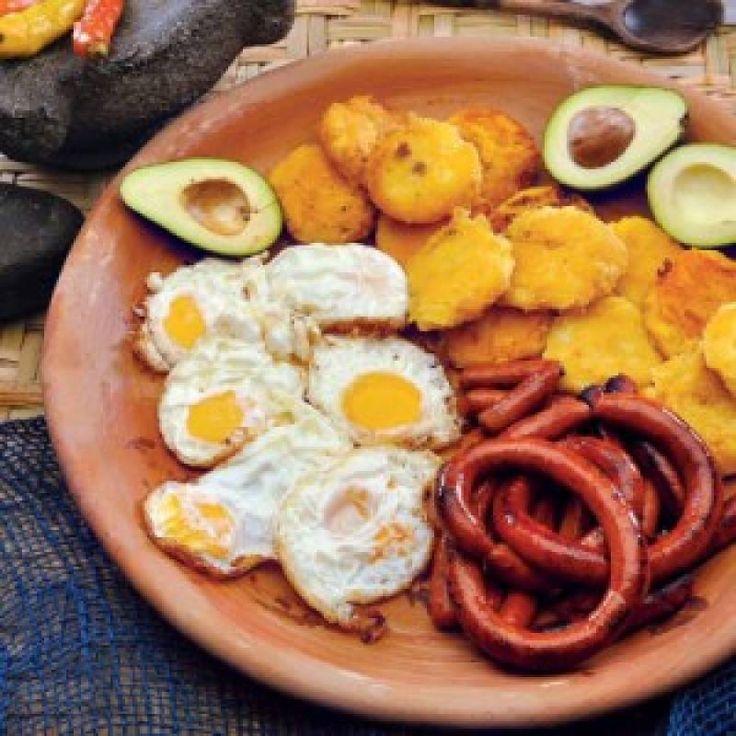 Dos recetas de comida típica para preparar durante la cuarentena | Metro Ecuador Chefs, Chorizo, Achiote, Huevos Fritos, Queso Fresco, Shrimp, Meat, Ecuador, Food