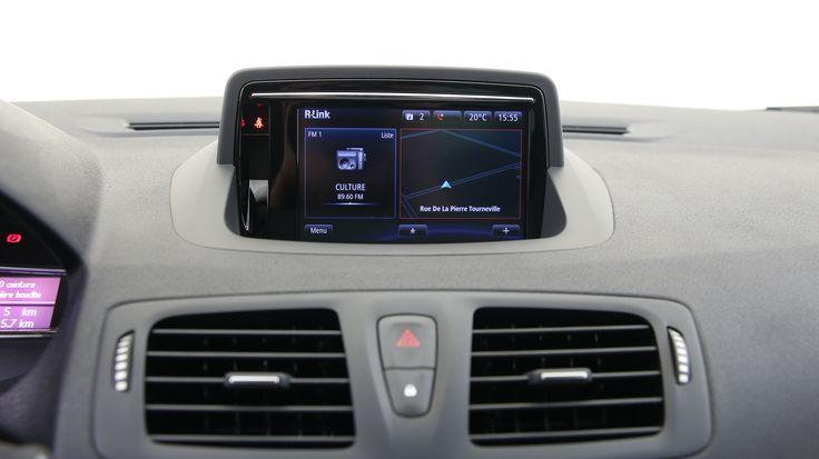 Son système de navigation vous aidera toujours à trouver le bon chemin en indiquant vos destinations sur son écran 7 pouces. En engageant la marche arrière, la caméra de recul se déclenche et l'écran tactile affiche vos manoeuvres.