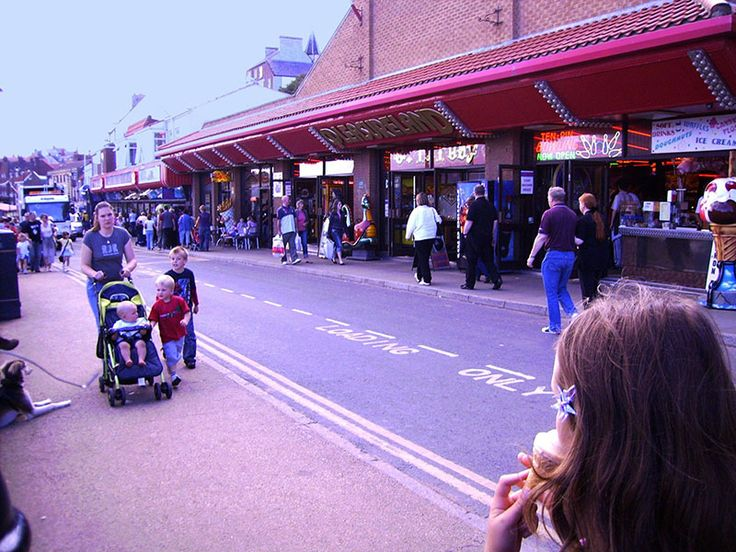Amusements & Arcades, Pier Road
