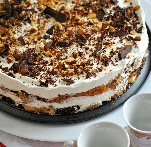 Υλικά 1,5 πακέτο μπισκότα σαβουαγιάρ 500ml γάλα φρέσκο 4 κουταλιές σούπας κακάο 4 κουταλιές σούπας ζάχαρη 2 συσκευασίες Morfat Creamy ή 500 ml. KRE TORRE ή απλά 500ml. κρέμα γάλατος με 35% λιπαρά 4 κουταλιές σούπας άχνη ζάχαρης 6 κουταλιές σούπας τρούφα
