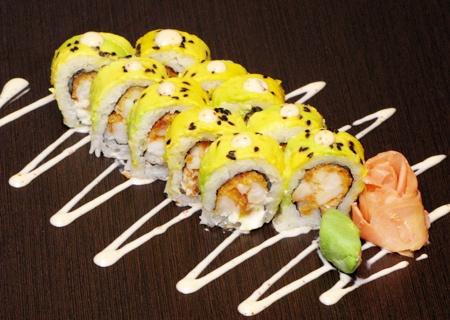 Entrada a elegir + roll de 10 piezas a elegir + refresco por Bs. 95 en Koo Sushi