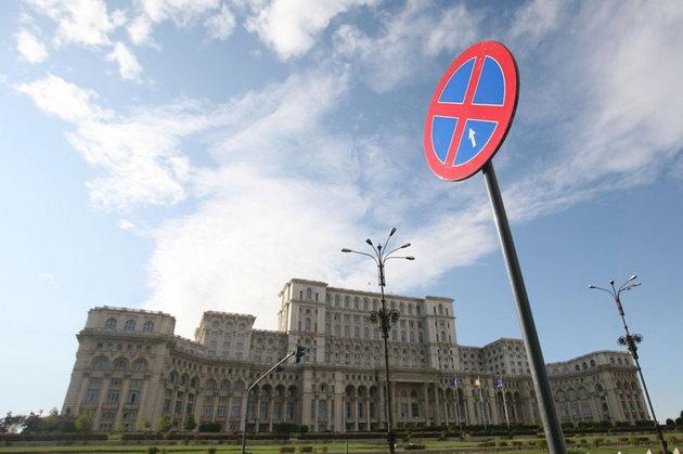 Un elogiu al naivităţii - de Lucian George Pavel - preluare www.nouarepublica.ro