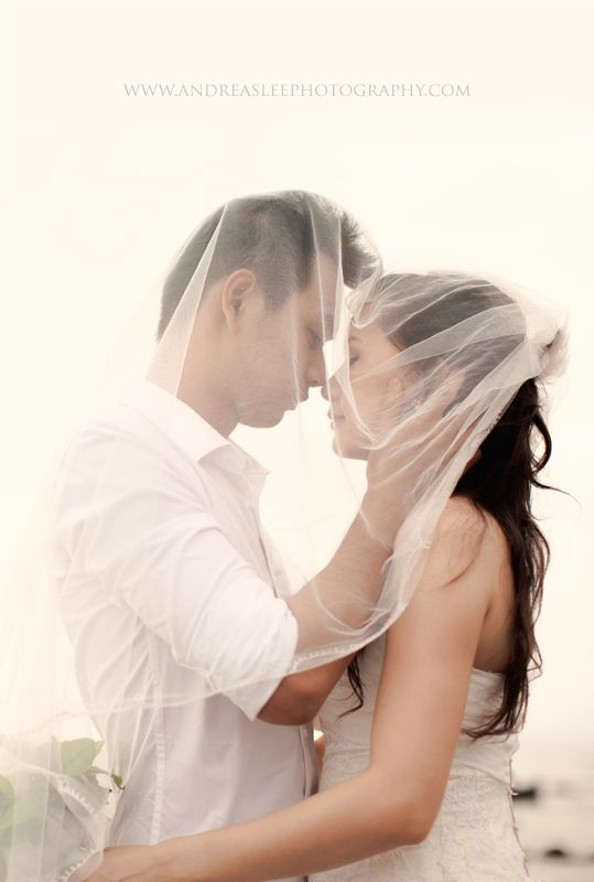 This is incredible! Unique work by  andreaslee photography http://www.bridestory.com/andreaslee-photography/projects/guan-ling