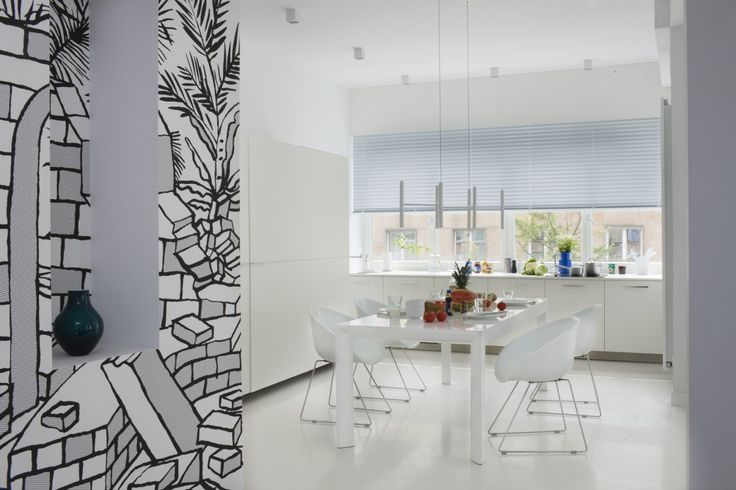 White table and white chairs make this dining area look crisp, clear and very modern. #mood #white #whitetable #whitechairs #table #chairs