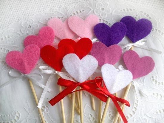Сердечки из фетра для украшения сладостей и сладкого стола