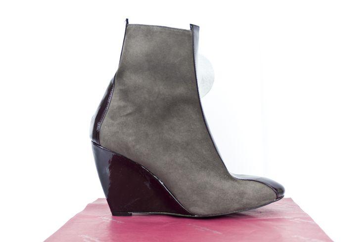 #botines #cuña #ante #gris #charol #wine #vino #booties #boots #botas #hechasamano #madrid #madeinspain #fashion #moda #design JorgeLarranaga.com