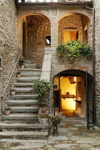 Agriturismo Relais La Torre Arezzo ~ Tuscany ~ Italy...would love to just rent this and go!