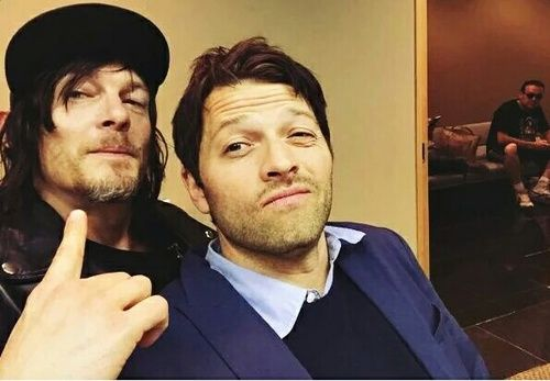 Norman Reedus and Misha Collins in the same picture???? *dies* ❤️❤️ #supernatural #thewalkingdead #fandomcrossover