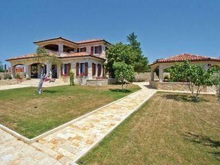 Luxus-Villa mit Pool und erstaunlichen Innenhof. Volle Privatsphäre!