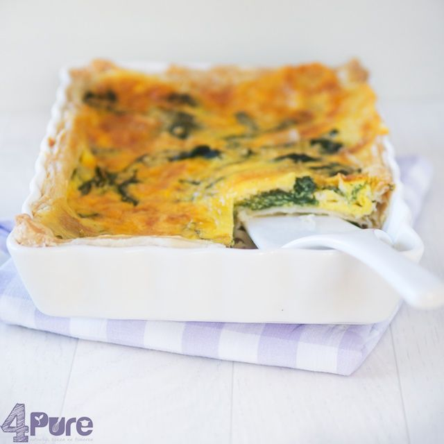 This savory quiche made ​​with spinach and combined with a mature cheese. A crunchy bite that gots a soft inside because of the spinach and cheese combination! - 4Pure http://www.4pure.nl