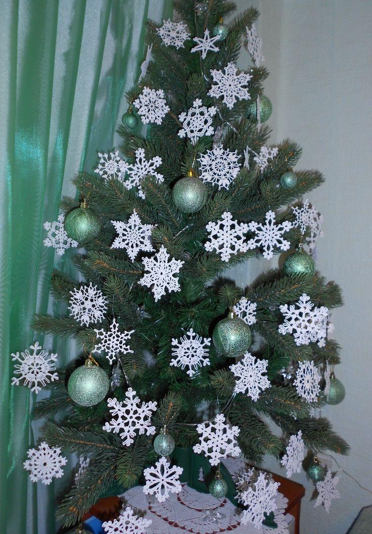 Снежинки крючком. Украшение на елку.