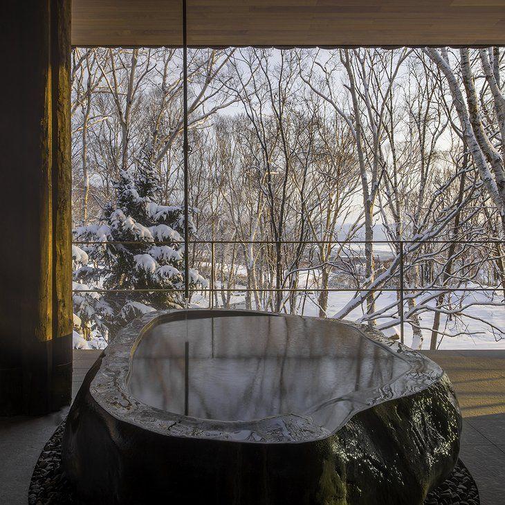 Uniq Hotels | Zaborin Ryokan outdoor hot tub with nature view | zaborin.com