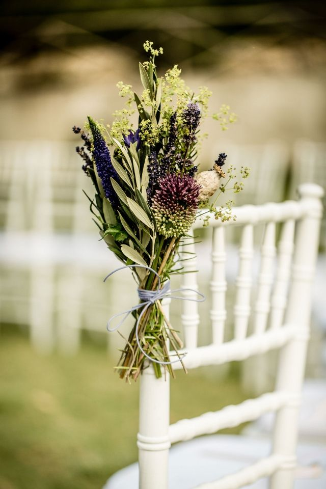 #bruiloft #bloemen #decoratie #stoelen #ceremonie #italie #toscane Trouwen op Borgo I Vicelli in Toscane | ThePerfectWedding.nl | Fotocredit: Eppel Fotografie