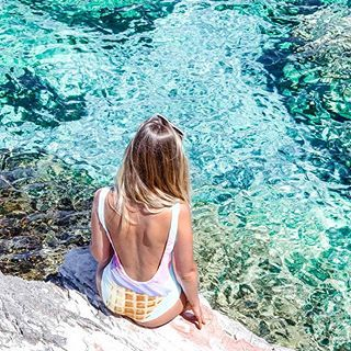 Almost weekend and I'm dreaming about this crystal clear water 💦 WHERE TO NEXT? Italy or France ? Tell me 🌎🙋🏼#travelmood #worldplaces #vacay #girlsborntotravel #girlsborntotravel #tb #sicily #gelato