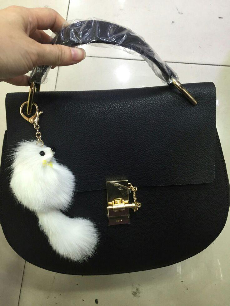 Garanta já a sua! 👜👛 Compre via Direct ou pelo site.  Encontre mais modelos em nosso site: www.bolsasimportadasdegrifes.com.br Parcele em até 5x sem juros no cartão, ou à vista com 10% de desconto.  Para mais informações entre em contato via whatsapp: (11)98981-5748  #bolsasdeluxo #bolsas #famosas #luxo #bags #moda #grifes #bolsasdegrifes #rica #mulheres #glamour #YVESSAINTLAURENT #LOUISVUITTON #GUCCI #CHANEL #MICHAELKORS #PRADA #BURBERRY