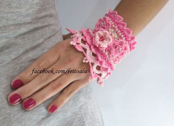 Estamos trazendo uma novidade para o Brasil: Crochet jewelry. Um bracelete artesanal, confeccionado com materiais selecionados e design exclusivo. Fale conosco e saiba como adquirir a sua! facebook.com/feitoalu  #crochet #crochetjewelry #crocheting #bracelete #bangle #bracelet #fashion #beadedbracelets #crochetcuff #crochetbeadework #crochetroses #crochetflowers