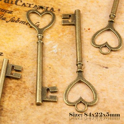 2 Antique Vintage Style Key Charms Pendant 084