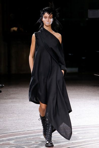 Yohji Yamamoto Parigi - Spring Summer 2017 Ready-To-Wear - Shows - Vogue.it