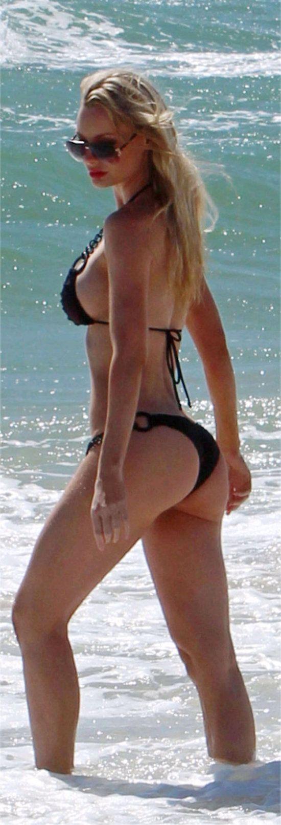 Sophie turner beach sansa