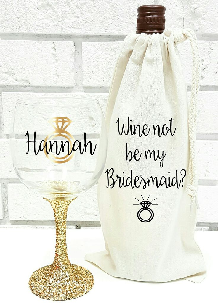 "This gorgeous glitter wine glass & wine bag set is the perfect way to ask, ""Will you be my bridesmaid?"". #willyoubemybridesmaid"